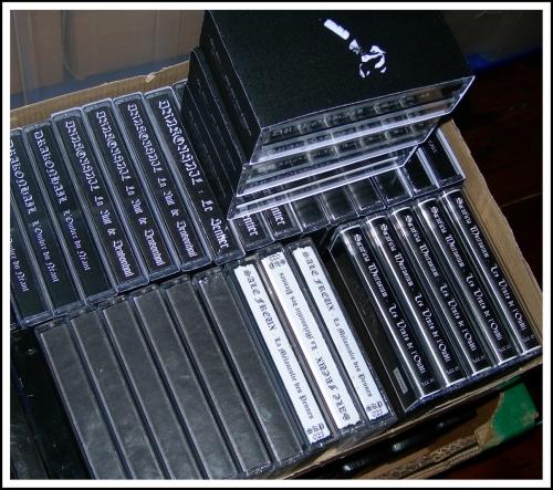 drakonhail,humus,saatkrähe,sale freux,trou noir,dunkel,les créations clandestines,la mesnie herlequin,selbstmord kommando produktionen,misanthropic art prods,démo-k7,demo-tape,cd,digipack,d.u.k.e 031,d.u.k.e 032,d.u.k.e 039